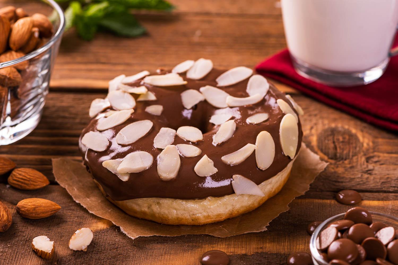 Almond dream gogoasa cu ciocolata si migdale